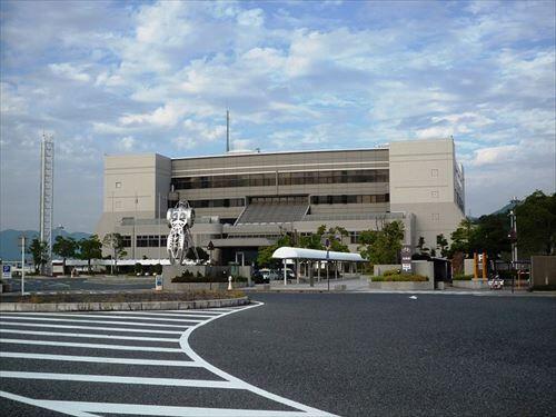 800px-Hiroshima_drivers_license_test_center_R