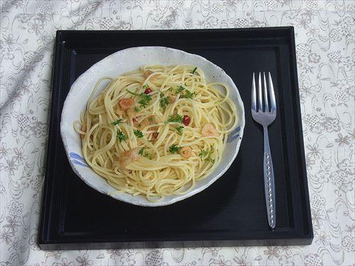 800px-Spaghetti_aglio_olio_e_peperoncino_by_matsuyuki_R