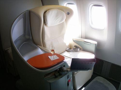 800px-JAL・ファーストクラス座席_R