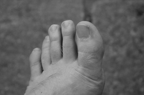 foot_ten_black_and_white_close-1004330_R