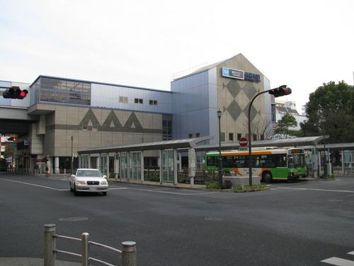 Tokyo_Metro_Nishi-kasai_sta_002