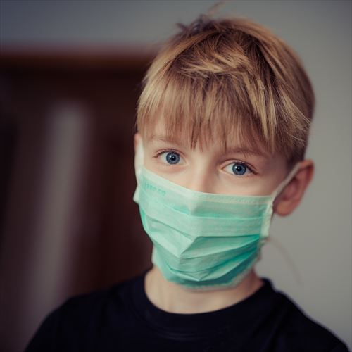 boy-wearing-surgical-mask-695954_R