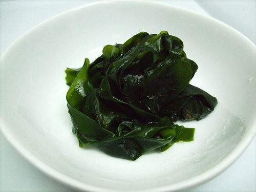 800px-Boiled_wakame_R