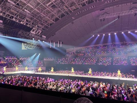 【悲報】TBS竹中Pと日テレ毛利PがAKB48のコンサートに来ないでイコラブのコンサートを観に行く