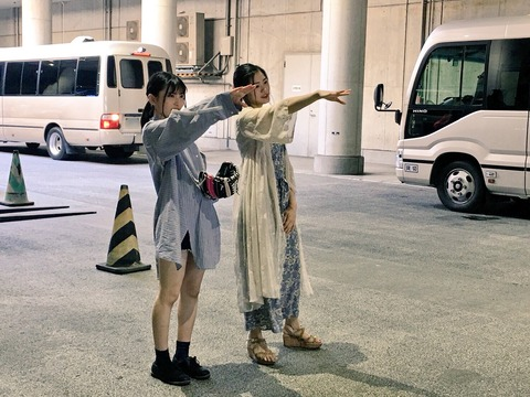 【AKB48】福岡聖菜、初始球式!NGT48長谷川玲奈伝授の投球フォームを披露