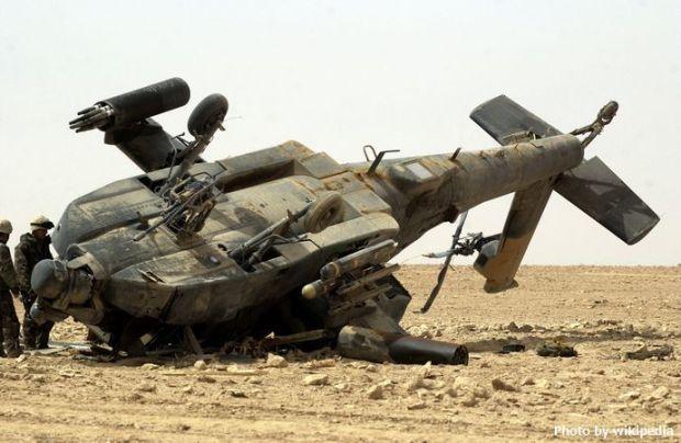 Damaged_US_Army_AH-64_Apache,_Iraq