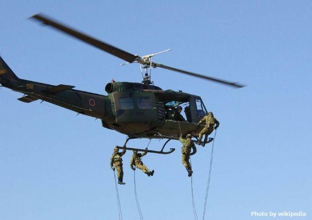 JGSDF_UH-1H(rappelling)