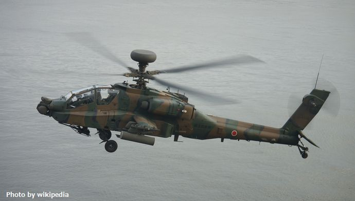 JASDF_AH-64D(74506)_under_flight_over_ATC