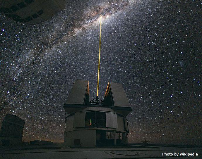 660px-Laser_Towards_Milky_Ways_Centre