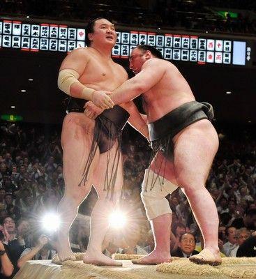 栃ノ心優勝へまっしぐら25連敗中の白鵬を力相撲で破る全勝キープ