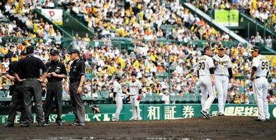 阪神捕球判定なぜ一、三塁から?ある審判は「一、二塁で再開する意味が分からない」