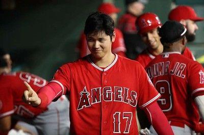 【MLB】大谷翔平、18秒間ハイタッチ待つ健気な姿が話題「とってもキュート」