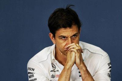 オコン移籍をめぐり、ルノーとマクラーレンの対応に激怒するメルセデスF1代表