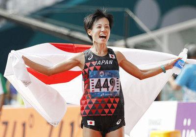 女子マラソン 野上恵子が銀!「絶対にメダルだけは」韓国、北朝鮮選手との2位争い制す