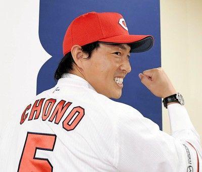 広島・長野は後輩にも両手で握手会沢「チームメートになりうれしい」