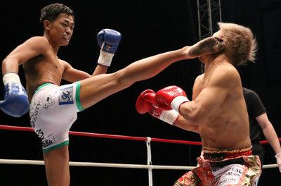 【K-1】史上最も危険な戦いは芦澤竜誠が2度のダウンを奪って小澤海斗との因縁に終止符