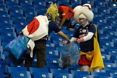 """FIFAベストファン賞はペルーに…日本サポーターの""""ゴミ拾い""""は惜しくも受賞ならず"""