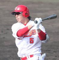 【広島】長野、実戦6打席目初安打!記念球をジョンソンからゲット