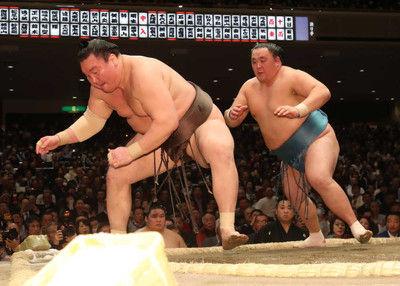 白鵬玉鷲に敗れ2敗で並ばれる阿武松審判部長「横綱はムキになった」八角理事長「まあ明日だよね」