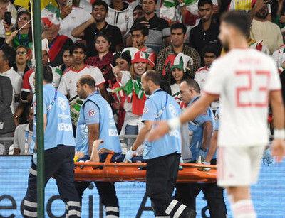 日本決勝も痛手遠藤負傷し担架…ボランチ不運続き