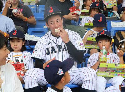 金足農・吉田野球教室で神対応!笑顔でサイン、小学生を気遣う場面も