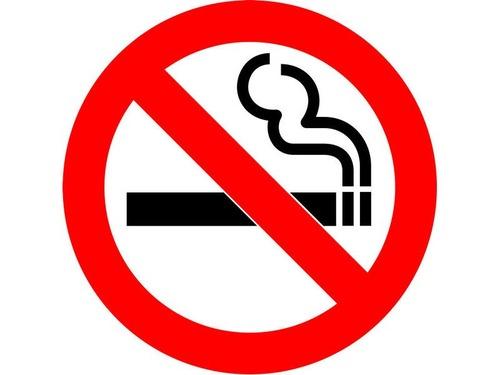 タバコを吸わない人に6日の有給