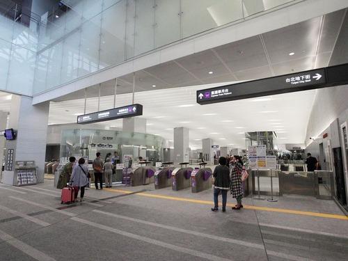台北の空港でセキュリティチェックの列00