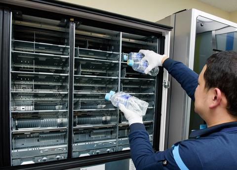 自販機にコーラ詰める仕事の月収www儲かり過ぎワロタぁwwwwwww