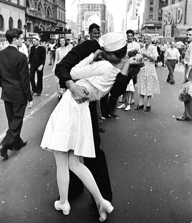 feature_sailor_kiss_TS