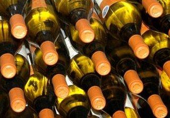 white-wine-stacked_2742709