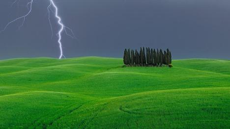 130720オルチャ渓谷の遠雷@イタリア トスカーナ