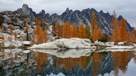 131126湖に映るプルシク峰@アメリカ ワシントン州