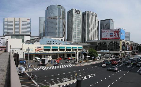 1200px-Shinagawa_Station_-01