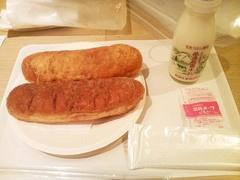 給食(揚げパン、牛乳、ミルメーク)