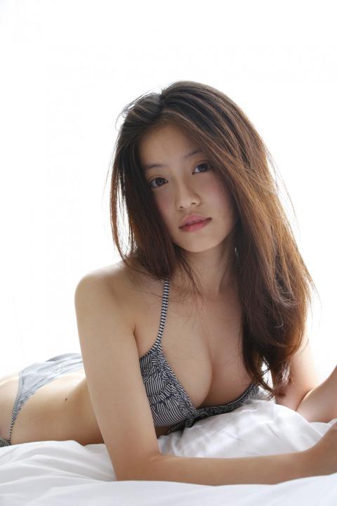 https://cdn.mdpr.jp/photo/images/b1/be5/w700c-ez_e5f1d404fd5cc02bc8aac7448d3e9796dce91b959b0b0b95.jpg