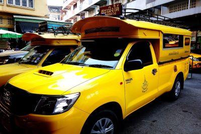 マインドフルファームへの黄色いバス