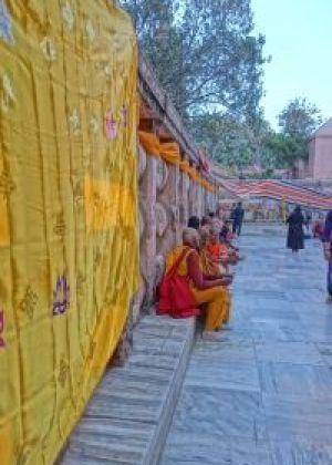 マハーボディーテンプルで祈る人