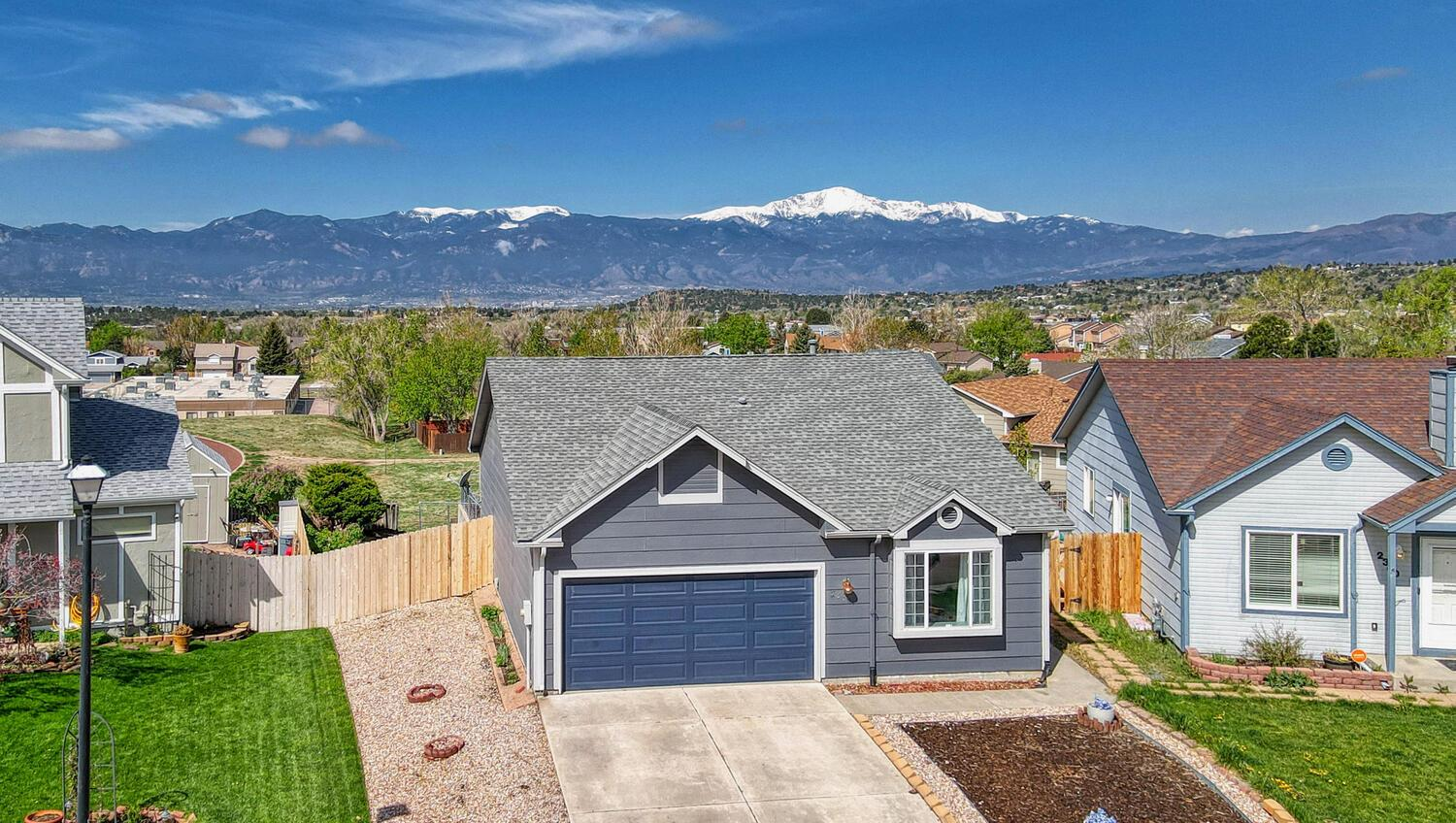Ranch With Peak View On Ambleside Dr