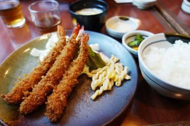 Ebi Furai, with cabbage, pasta salad, rice, pickles & Miso soup
