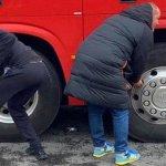 قامت جماهير يونايتد امس بتعطيل اطارات حافلة ليفربول!