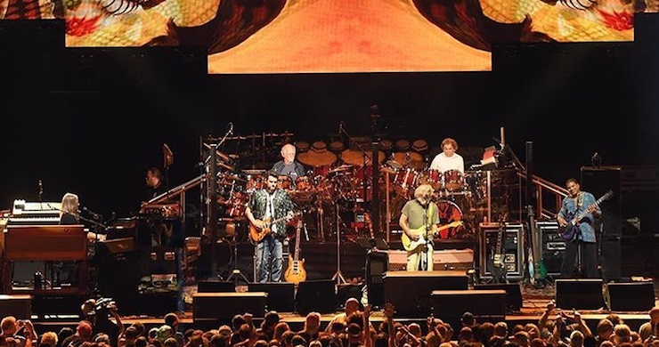 Dead & Company Displays Glorious 'Rainbow Full of Sound' At
