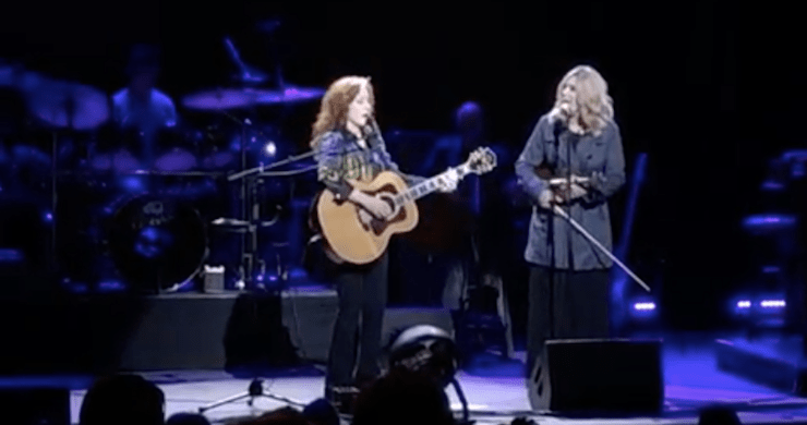 """Bonnie Raitt & Alison Krauss Cover """"Angel From Montgomery"""" During Outlaw Music Festival At SPAC [Watch]"""