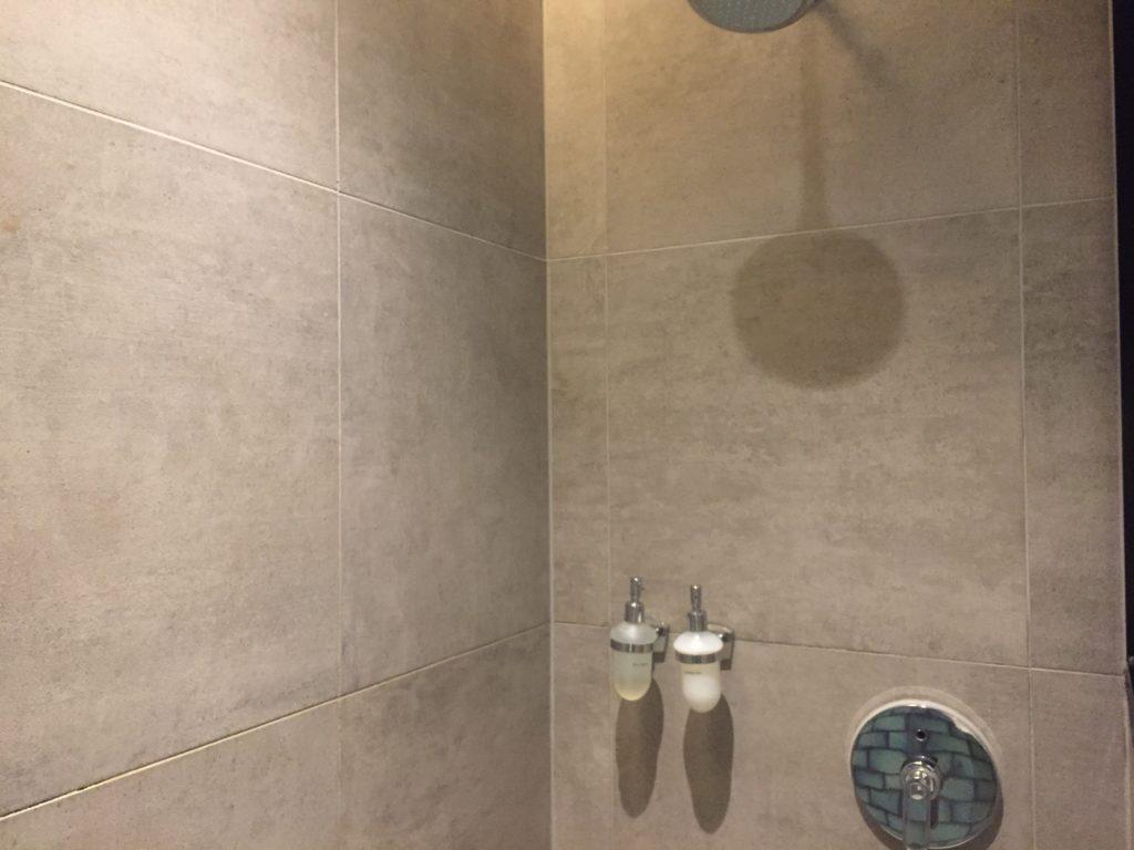 Shower Area Plaza Premium Lounge LHR T2