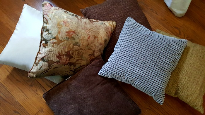 New Throw Pillow - CHEAP! Want to freshen up your throw pillows without spending a ton of cash? Check out Hobby Lobby's awesome pillow covers - some are less than $5!