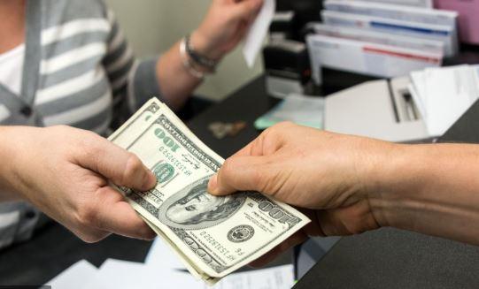 cash exchange in buying , buy by cash, casier shop,money exchange