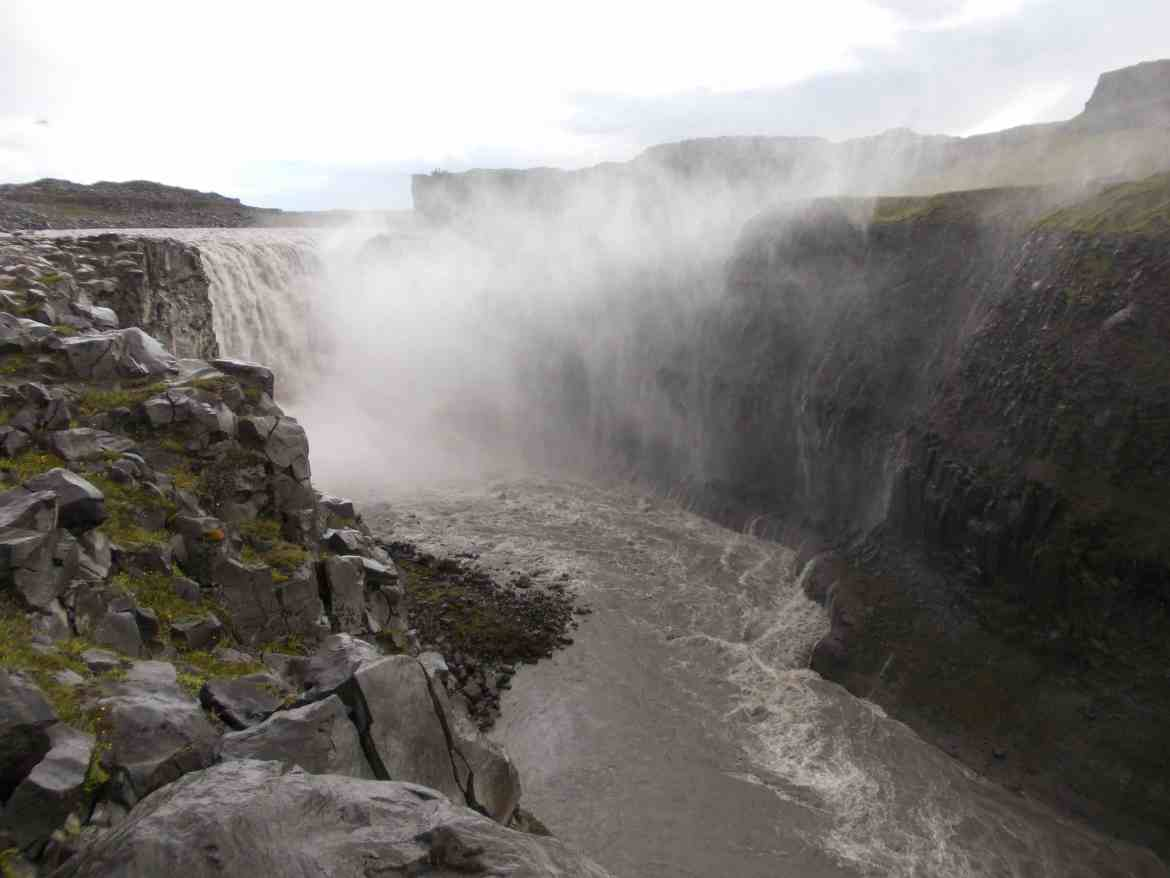 waterfall iceland travel tourism digital nomad hostel backpacker live in 10 countries