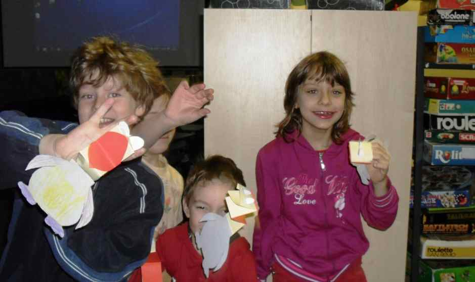 EVS volunteering with kids in a youth centre