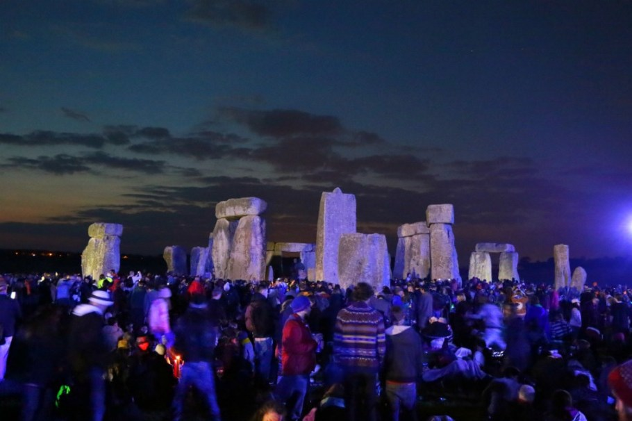 best way to see the summer solstice stonehenge night crowds