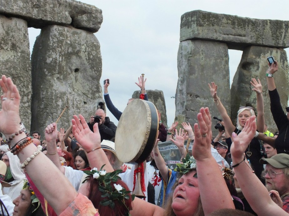 best way to see the summer solstice stonehenge revellers