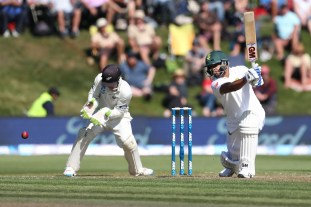 DUNEDIN, NEW ZEALAND - MARCH 09: Vernon Philander of South Africa bats during day two of the First Test match between New Zealand and South Africa at University Oval on March 9, 2017 in Dunedin, New Zealand. (Photo by Dianne Manson/Getty Images)